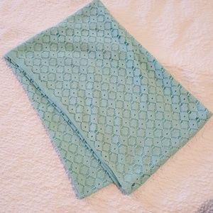 Light blue scarf.